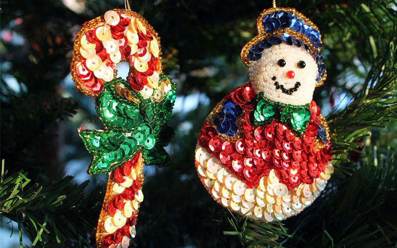 Decorazioni Natalizie Con Il Polistirolo.Decorazioni Di Natale Con Spilli Polistirolo Paillettes E Strass Sottocoperta Net
