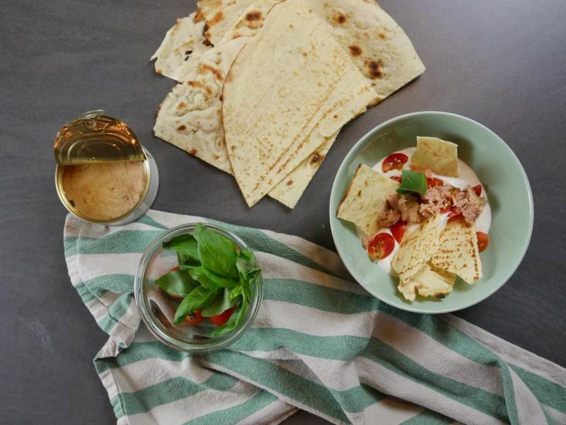 Crema di burrata, pane carasau, olio e pomodorini